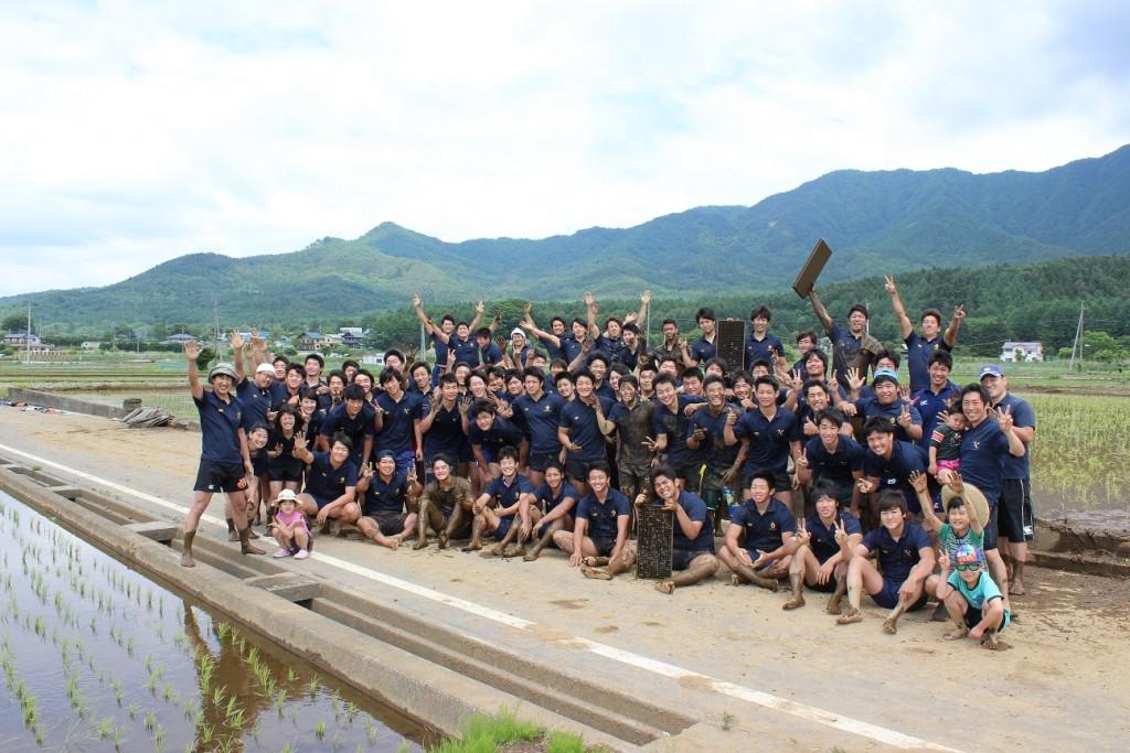 最後に、部員全員で記念撮影。「ありがとうございました!」部員一同より